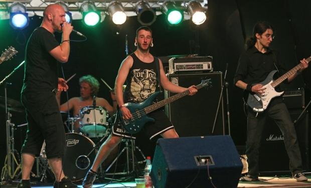 Die Band Mute Nation bei ihrem Auftritt im Harcore-Zelt
