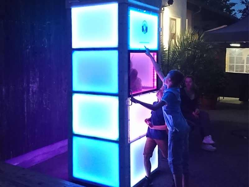 EMD bei Nacht und Lichteffekt